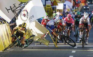Fabio Jakobsen (au centre) a été gravement blessé lors d'une chute à l'arrivée de la 1ère étape du Tour de Pologne, le 5 août 2020.