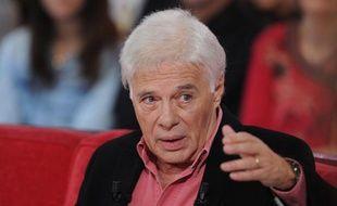 Guy Bedos,  lors de l'enregistrement de Vivement Dimanche, sur France 2, le 10 décembre 2013.