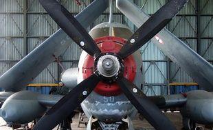 Un avion ancien appartenant à la collection du conservatoire de l'air et de l'espace.