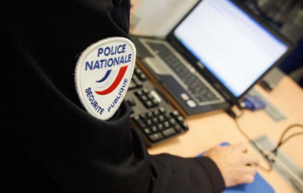 Un policier devant un ordinateur - Illustration – 20 MINUTES/SIPA
