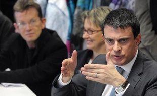 Le ministre de l'Interieur Manuel Valls dans la banlieue de Rennes, le 9 janvier 2014