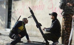 Malgré les appels insistants de la Coalition, Européens comme Américains hésitent à fournir des armes lourdes qui permettraient aux rebelles de lutter contre les attaques aériennes de Damas.