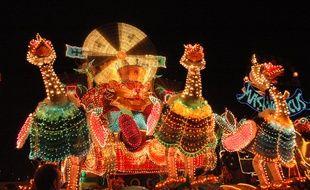 Un char lors du défilé nocturne du carnaval de Cholet.