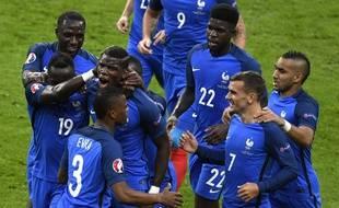 La joie des Bleus sur le but de Pogba, lors de France-Islande (5-2) en quarts de finale de l'Euro, le 3 juillet 2016.