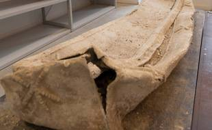 Le sarcophage en plomb, découvert en juillet 2020, à Arras, sur un chantier d'aménagement.