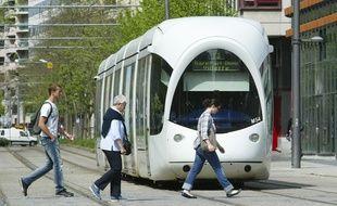Un tram T3  l'arret de la Part Dieu de Lyon, le 11 avril 2011, Lyon. CYRIL VILLEMAIN/20 MINUTES