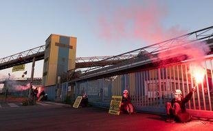 Des militants de Greenpeace manifestent à Saint-Nazaire ce lundi matin