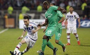 Ici aux prises avec Florentin Pogba, Mathieu Valbuena a effectué une solide prestation dimanche lors du derby.