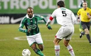Florent Sinama-Pongolle sous le maillot stéphanois lors d'une rencontre de Coupe de France face à Bordeaux, le 7 janvier 2012 à Saint-Etienne.