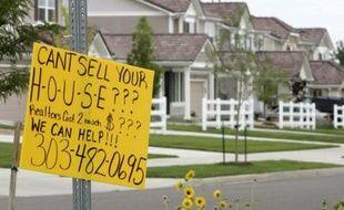 Une offre d'assistance pour vendre une maison, à Denver dans le Colorado, le 26 juillet 2007. La vente de maisons neuves a chuté de 6.6% en juin.