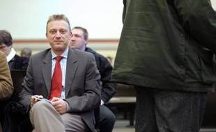 La cour d'appel de Colmar a condamné mercredi le chef de file du Front National en Alsace, Patrick Binder, à 5.000 euros d'amende pour injure et provocation à la haine raciale en raison de commentaires postés sur son blog, une peine allégée par rapport à celle prononcée en première instance.