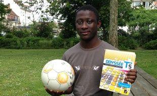 Strasbourg, le 3 juin 2016. - Mahamoud Keita, élève en sport-études au lycée Jean-Monnet, jongle entre sa Terminale S et l'équipe U19 du Racing club de Strasbourg.