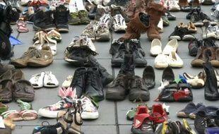 COP21: des chaussures recouvrent la place de la République