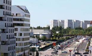 La rue Lucien Faure, dans le quartier des Bassins à Flot à Bordeaux.