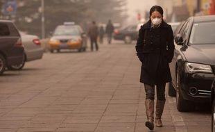 La Chine a admis vendredi que deux-tiers des villes de son territoire dépassaient le seuil maximum de pollution atmosphérique prévu par les nouvelles normes qui comptabilisent les particules fines, les plus dangereuses pour la santé.