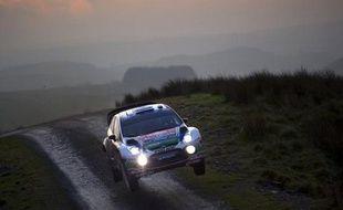 Le Finlandais Jari-Matti Latvala (Ford Fiesta RS) est parti en tonneaux dans la 4e épreuve spéciale du 80e Rallye Monte-Carlo, mercredi après-midi en Ardèche, alors qu'il était en tête du rallye avec 30 secondes d'avance sur le Français Sébastien Loeb (Citroën DS3)