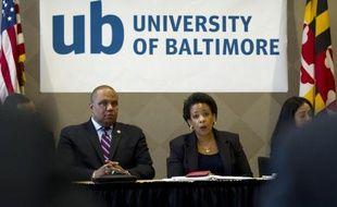 La ministre américaine de la Justice Loretta Lynch discute avec des représentants de la société civile de Baltimore, dans le Maryland, le 5 mai 2015