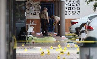 Sur les lieux de la fusillade, près de Miami, en Floride.
