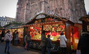Le marché de Noël, au pied de la cathédrale de Strasbourg le 21 novembre 2019.
