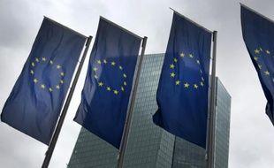 Drapeaux européens devant la BCE le 13 juillet 2015 à Francfort
