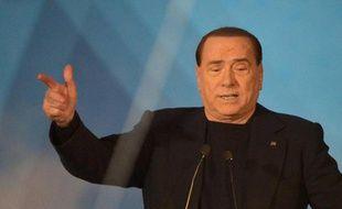 """""""C'est un jour amer, un jour de deuil"""", a déclaré mercredi Silvio Berlusconi, la main sur le cœur, en sortant saluer ses partisans à Rome, peu avant un vote au Sénat sur sa destitution."""