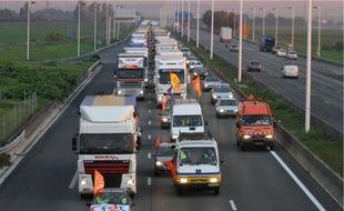 En ralentissant deux voies sur trois pendant plusieurs heures, la CFDT Transports a semé un gros embouteillage hier sur l'A1.