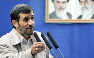 Le président iranien, Mahmoud Ahmadinejad, à l'université de Téhéran, vendredi.