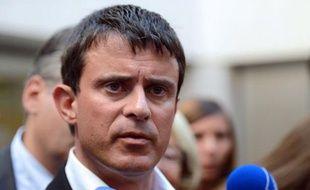 Le ministre de l'Intérieur Manuel Valls a annoncé, jeudi à Aix-en-Provence (Bouches-du-Rhône), la création, à partir de 2013, de 500 postes de policiers et de gendarmes par an, affectés principalement aux zones de sécurité prioritaires (ZSP).