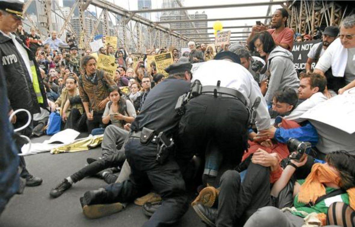 Les manifestants ont bloqué le pont de Brooklyn, samedi à New York. –  S. KEITH / AP / SIPA