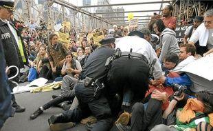 Les manifestants ont bloqué le pont de Brooklyn, samedi à New York.