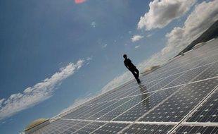 La centrale est composée de 7.600 modules solaires voltaïques qui  couvrent 12.000 mètres carrés de toiture, ce qui en fait une des plus  importantes installations solaires en service en France. La production  d'électricité de cette installation sera de 1.700.000 Kw/h par an et  revendue à EDF pour alimenter la consommation annuelle d'environ 600  foyers.