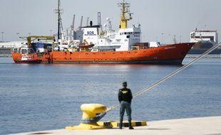 L'Aquarius de SOS Méditerranée, arrive dans le port de Valence, le 17 juin 2018