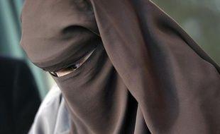 Une femme portant le niqab au volant a été verbalisée mardi dans un quartier de Saint-Brieuc et condamnée à une amende de 35 euros.