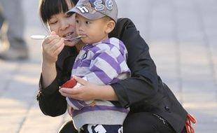 La Chine, pays le plus peuplé du monde avec plus de 1,3 milliard d'habitants, maintiendra strictement sa politique de l'enfant unique, ont annoncé dimanche les médias publics et ceci en dépit d'appels à un assouplissement de cette règle