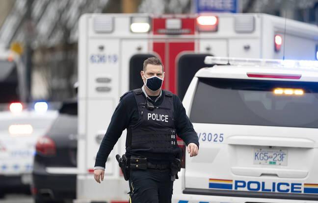 648x415 un policier devant la librairie de vancouver ou a eu lieu une attaque au couteau le 27 mars 2021