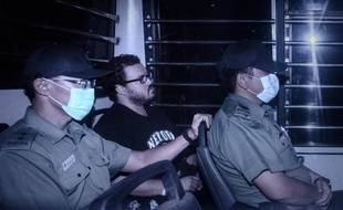 Le trader britannique, Rurik Jutting, accusé d'avoir tué deux jeunes Indonésiennes dont les corps avaient été retrouvés dans son appartement, quitte un tribunal de Hong Kong, le 10 novembre 2014
