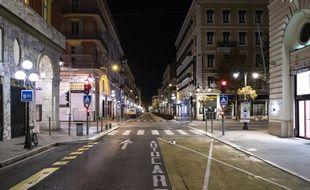 Une rue en France pendant le confinement.
