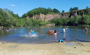 La plage du site de loisirs de La Roche Ballue, à Bouguenais.