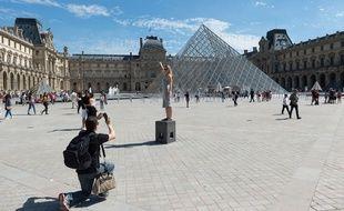 La pyramide du Louvre à Paris en 2017