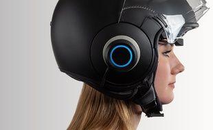 Le système EyeRide est compatible avec la plupart des casques de motard.
