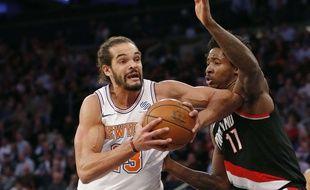 Joakim Noah sous le maillot des New York Knicks, une image rare.