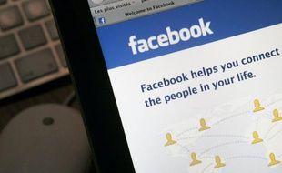 Le licenciement de salariés ayant critiqué leur entreprise sur Facebook, validé vendredi par les prud'hommes, illustre le manque de vigilance des internautes qui sous-estiment le caractère public des réseaux sociaux, estiment des experts.