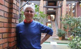 Philippe Mollon-Deschamps est installé depuis 1983au lavoir du Buisson-Saint-Louis, habitat participatif parisien.