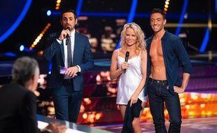 Camille Combal, Pamela Anderson et Maxime Dereymez dans Danse avec les stars, le 6 octobre 2018