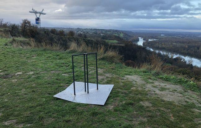 Le monolithe avait disparu ce jeudi matin, seul vestige de son passage à Pech-David, un socle.