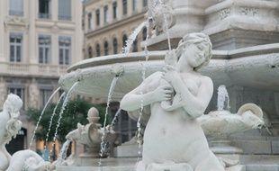 Cybèle propose désormais des visites guidées coquines de la ville de Lyon.