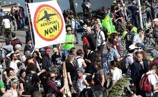 Entre 4.000 et 10.000 manifestants se sont rassemblés à Nantes pour protester contre le futur aéroport de Notre-Dame-des-Landes, le 24 mars 2012.