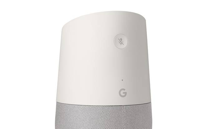 Seul bouton sur Google Home: celui pour désactiver le micro.