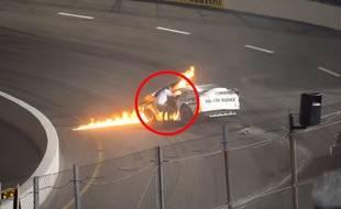 Un père sauve son fils des flammes lors d'une course de voiture.