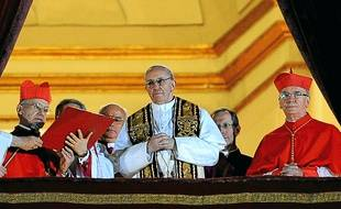 Jorge Mario Bergoglio, devenu le pape François mercredi, estime que c'est à lui de donner l'exemple.